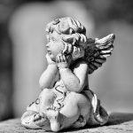 子供天使の彫刻