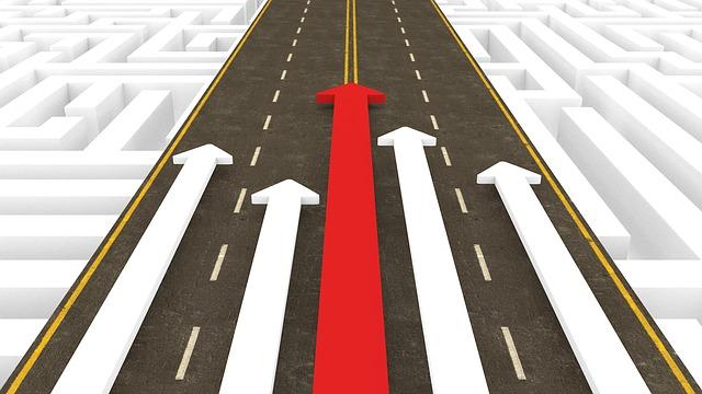 道路に伸びる矢印