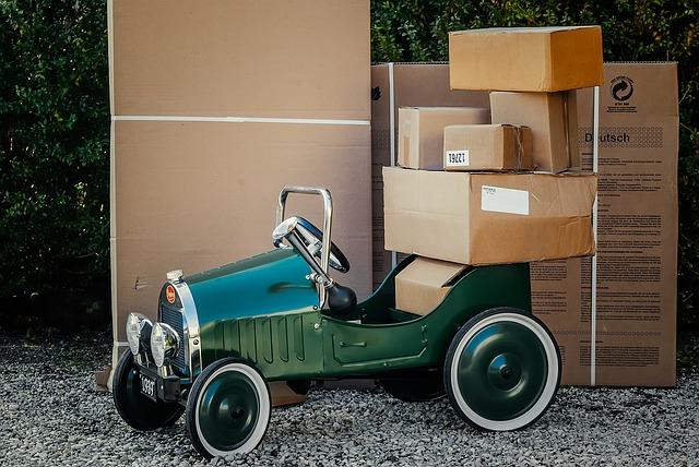 商品を載せて運ぶ車