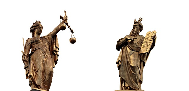 2体の銅像