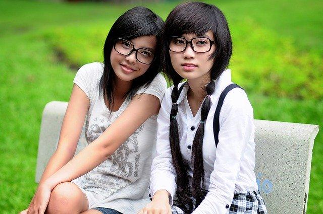 似ている二人の女性
